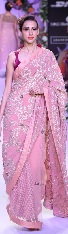 love this saree. Indian Attire, Indian Wear, Pakistani Outfits, Indian Outfits, Beautiful Saree, Beautiful Outfits, Indian Fashion Trends, Indian Look, Elegant Saree
