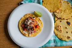 This beer grilled shrimp tacos with strawberry salsa and aioli is just the perfect taco recipe for a hot summer afternoon. The fresh fish brings the ocean home while the seasonal strawberry salsa brings fresh summer flavours that just go hand in hand. Corn Tortilla Recipes, Grilled Shrimp Recipes, Cilantro, Grilled Shrimp Tacos, Strawberry Salsa, The Fish Market, Recipe Generator, Mexican Tacos, Food Cakes