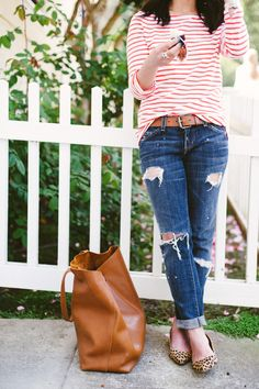 outfit / basic / stylish / chic women / street style / casual outfit / red stripes / basic bag / ripped jeans / slipper