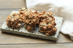 Si vous aimez le granola, vous allez raffoler de ces biscuits faciles à emporter. C'est en réalitédoux mélange de granola et de meringue pour obtenir un biscuit torréfié, croquant et croustillant.