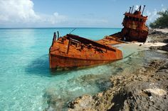 Shipwreck of the   Gallant Lady on the coast of North Bimini, Bahamas