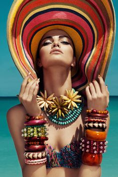 Endless Summer Meets Slim Aarons Just a little inspiration before we all go into our summer vacation. I started with the Endless Summer theme and I got distracted with the stunning Slim Aarons phot Slim Aarons, Beach Editorial, Editorial Fashion, Summer Editorial, Portrait Editorial, Strand Editorial, Elle Mexico, Harper's Bazaar, Foto Fashion
