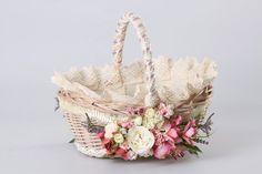 basket Wedding Gift Wrapping, Wedding Gifts, Easter Baskets, Gift Baskets, Victorian Baskets, Card Basket, Decorated Gift Bags, Flower Girl Basket, Basket Decoration