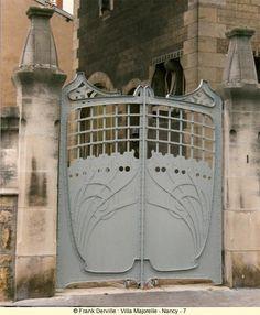 Art Nouveau Gate  Nancy - 1, rue Louis Majorelle / rue du Vieil Aitre