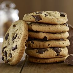 Super chewy, super tasty: This cookies recipe is worth every sin!, Super chewy, super tasty: This cookies recipe is worth every sin! Chip Cookie Recipe, Cookie Recipes, American Cookies Recipe, Cookies Receta, Cookies Faciles, Tasty Cookies, Homemade Cookies, Keks Dessert, Chocolate Chunk Cookies