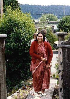 Ashram di Vancouver Sahaja Yoga Meditation, Aesthetic Galaxy, Shri Mataji, Divine Mother, S Pic, Vancouver, Painting, Travel, Painting Art