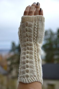 KARDEMUMMAN TALO: Kämmekkäät pitsillä Fingerless Gloves, Arm Warmers, Projects To Try, Socks, Knitting, Crafts, Fashion, Mittens, Gloves