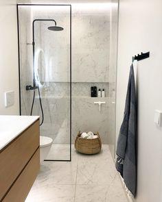 """Elina - VILLAKRISTO on Instagram: """"✨Viikkosiivous✨ja pian kauppaan 🚙 Huomenna meillä on rapujuhlat 😄🦞 ja tää täytyy ottaa ihan huumorilla koko rapujuhlajuttu, ekaa kertaa…"""" Wardrobe Rack, Bathtub, Bathroom, Furniture, Home Decor, Instagram, Standing Bath, Washroom, Bathtubs"""