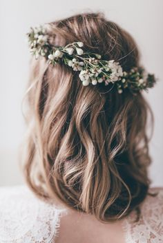 Loving this medium length hair paired with a boho floral headpiece. Perfect for completing a wedding 'do