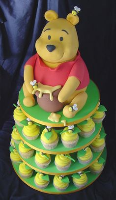 Pooh Bear & Honey Bee Cupcakes. Totally making this for Nicole's baby shower!