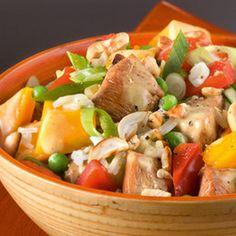 Aasialainen kanasalaatti Asian Chicken Salads, Thai Red Curry, Cantaloupe, Potato Salad, Low Carb, Meat, Fruit, Ethnic Recipes, Dutch Language
