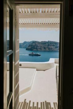 intimate-wedding-santorini-fanarivillas_11 Santorini Hotels, Santorini Wedding, Mykonos, Beautiful Couple, Beautiful Pictures, Big Kiss, White Building, Samos, Things Happen