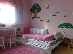This is complete diy pallet kids bed made with wooden pallet. Headboard and foot side show the design of wooden pallet this is quite simple bed no extra style Palette Furniture, Pallet Furniture Designs, Pallet Designs, Furniture Projects, Kids Furniture, Old Pallets, Recycled Pallets, Wooden Pallets, Kids Pallet Bed