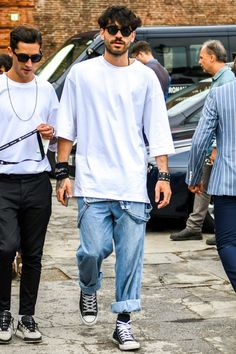 Dynamic Street Styles for Men Stylish Mens Fashion, Big Men Fashion, Fashion Outfits, Daily Fashion, Mode Old School, Estilo Jeans, Outfits Hombre, Looks Street Style, Well Dressed Men