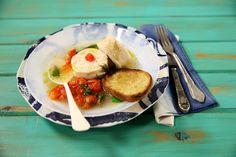 Robalo em acqua pazza | #ReceitaPanelinha: Só italiano para conseguir transformar água e peixe num prato cinco estrelas. Este delicado ensopadinho de peixe é de fácil preparo. Mas não se engane, o sabor é sofisticadíssimo!