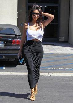 Kim Kardashian Photos - Kim Kardashian Takes a Stroll - Zimbio