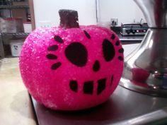 Pink Pumpkin and Coffee Shop Decor Pink Pumpkins, Painted Pumpkins, Halloween Pumpkins, Halloween Decorations, Pink Halloween, Happy Halloween, Pumpkin Photos, Pumpkin Ideas, Pumpkin Cake Pops