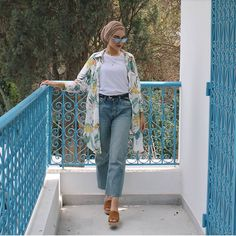 Same shirt different style 💙 Casual Hijab Outfit, Hijab Chic, Muslim Fashion, Modest Fashion, Modest Outfits, Classy Outfits, Picnic Date Outfits, Hijab Style Tutorial, Vacation Outfits