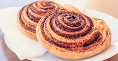 Craving for soft and fluffy cinnamon rolls? These 15 delicious recipes for homemade cinnamon rolls are gloriously delicious. Cinnabon Cinnamon Rolls, Best Cinnamon Rolls, Cinnamon Recipes, Apple Recipes, Recipe For Homemade Rolls, Rolls Recipe, Menta Chocolate, Cinnamon Health Benefits, Sweet Pastries