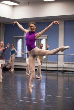 Cela me rappelle des souvenirs, dans le temps, c'est ce que je faisais, mettre mes collants par-dessus mon léotard.....;-)....Ballet West's Beckanne Sisk