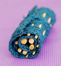 crochet hook roll tutorial   http://allicrafts.blogspot.com/2010/10/free-pattern-star-hook-case.html