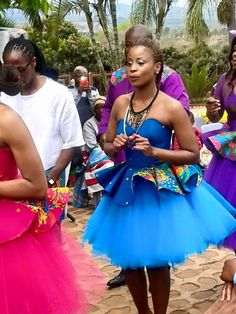 pic.twitter.com/jAjFe9FJ81 Tsonga Traditional Dresses, South African Traditional Dresses, Traditional Dresses Designs, African Print Skirt, African Print Dresses, African Dress, Traditional Wedding Attire, Traditional Fashion, Traditional Outfits
