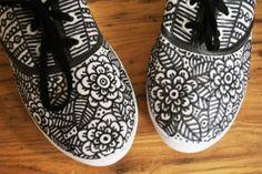 Diseño B&W, encuentra originales opciones para transformar la apariencia de tus zapatos aquí..http://www.1001consejos.com/ideas-para-transformar-zapatos/