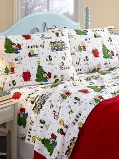 Our Peanuts Christmas sheets in Portuguese flannel feature the original gang on soft, cuddly flannel that is brushed three times for loftiness and plushness. Christmas Sheets, Christmas Bedding, Christmas Door, Diy Christmas Gifts, Christmas Wreaths, Christmas Time, Christmas Ideas, Christmas Carol, Christmas Pictures
