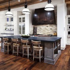 Celebrity homes sheryl crow 39 s secluded compound in los for Country living light mahogany kitchen island