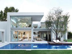 + Arquitetura :   Muito interessante essa casa com o aspecto contemporâneo e com o interior maravilhoso, ela esta localizada em Johannesburg (África do Sul).