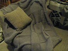 Chris Knits in Niagara: Super Chunky Blanket! Blanket for Grace. Knitted Throw Patterns, Knitted Afghans, Knitted Blankets, Knitting Patterns Free, Free Knitting, Free Pattern, Knitted Scarves, Blanket Patterns, Baby Blankets
