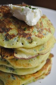 Healthy smoothie recipes 782430135243056666 - crepes à la courgette Source by di_noia Smoothie Recipes With Yogurt, Smoothie Recipes For Kids, Breakfast Smoothie Recipes, Easy Smoothies, Good Healthy Recipes, Healthy Snacks, Zucchini Pancakes, Banana Pudding Recipes, Coconut Recipes