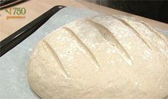 Un pain maison, c'est tellement simple et délicieux ! Une recette pour vous faire découvrir la joie de préparer son pain maison. Pro Cook, How To Cook Lobster, Cooking Videos, Fodmap, Allrecipes, Baking, Chef Damien, Baguette, Lactose