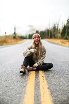 New Fashion Model Poses Clothing Senior Pictures Ideas Senior Photography, Autumn Photography, Fashion Photography, Travel Photography, Photography Of People, Photography Ideas For Teens, Vsco Photography Inspiration, Country Girl Photography, Photography Tips