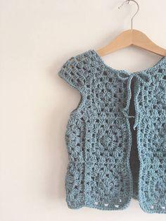 Crochet Waistcoat, Gilet Crochet, Crochet Coat, Chunky Crochet, Crochet Clothes, Crochet Girls, Crochet For Kids, Crochet Baby, Baby Cocoon Pattern