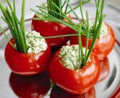 Tomate recheado com ricota temperada (+ frango grelhado...bem light) - A Mesa do Casal