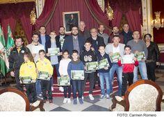 Cádiz.- El Salón Regio del Palacio Provincial de la Diputación ha sido escenario de la entrega de distinciones del Aula de Fútbol de la Universidad de Cádiz, en colaboración con la Federación Gaditana de Fútbol.