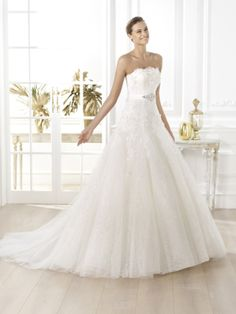 Pronovias wedding dress pre 2014 Glamour bridal collection Licera and Fashion, Dresses Layered Wedding Dresses, Wedding Dresses 2014, Princess Wedding Dresses, Bridal Dresses, Wedding Gowns, Pronovias Wedding Dress, Wedding Dress Organza, Wedding Dress Necklines, Pronovias Dresses