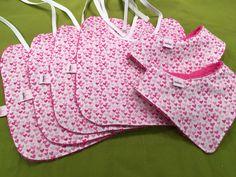 Slabben mania 💋  Borduurshop & naaiatelier  Kies je favoriete stof en mix met kleuren! Contacteer ons voor naaiwerk op maat.  Verjaardagskronen, vlaggenlijnen, slabben, kwijlslabben, sjaaltjes, mutsjes, speeltjes, luierzakjes... Borduurwerk van textiel, handdoeken, knuffeldoekjes...