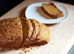 a clean and healthy pumpkin bread from @houseoftubers.com #pumpkinbread #cleaneating #pumpkinrecipes #recipe