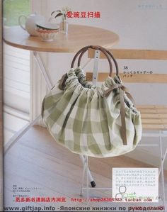 Beautiful bags: Schemes and Patterns. Sewing Beautiful bags: Schemes and Patterns. Sewing Ideas bags, patterns and patterns Wooden Handle Bag, Diy Tote Bag, Diy Bags, Diy Handbag, Patchwork Bags, Purse Patterns, Sewing Patterns, Fabric Bags, Fabric Basket