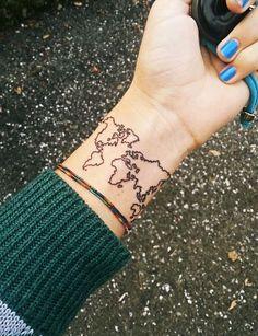 Un tatouage carte du monde