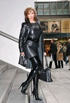 What is your favorite boots on a woman? Elegantes Business Outfit, Sexy Stiefel, Latex Lady, Crazy Outfits, Hot High Heels, Sexy Latex, Leather Dresses, Leather Skirts, Sexy Boots
