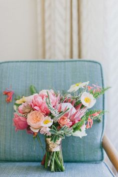Mid-century modern Palm Springs wedding | Bouquet by Honey and Poppies | Photo by Steve Cowell | Read more http://www.100layercake.com/blog/?p=74949