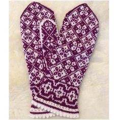 Ravelry: Erika mittens pattern by JennyPenny Mittens Pattern, Knit Mittens, Sweater Knitting Patterns, Knitting Socks, Knit Socks, Erika, Fiber Art, Ravelry, Knit Crochet