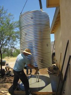 Build a cistern out of corrugated road culvert By Joe Mooney Issue Water Collection System, Rain Collection, Water Plants, Cool Plants, Plan Garage, Water From Air, Rainwater Harvesting, Water Storage, Water Conservation