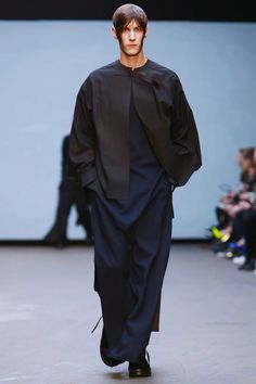 Rory Parnell-Mooney- Menswear Fall Winter 2015 London- Togas y tocas