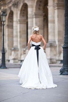 navy waist sash on wedding dress! If it had pink, my perfect wedding gown! Wedding Sash, Wedding Bells, Wedding Events, Wedding Gowns, Hair Wedding, Perfect Wedding, Dream Wedding, Paris Elopement, Paris Photography