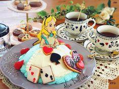 Disney Cakes, Disney Food, 3rd Birthday, Happy Birthday, Princess Cupcakes, Dress Cake, Buttercream Cake, Alice In Wonderland, Tea Party