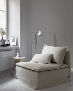 We teamed up with stylist Pella Hedeby to update an IKEA Söderhamn armchair with a Bemz Loose Fit Urban cover in Unbleached Rosendal Pure washed linen Söderhamn Sofa, Ikea Sofa, Ikea Furniture, Ikea Living Room, Living Room Interior, Living Spaces, Ikea Soderhamn, Casas Shabby Chic, Best Ikea